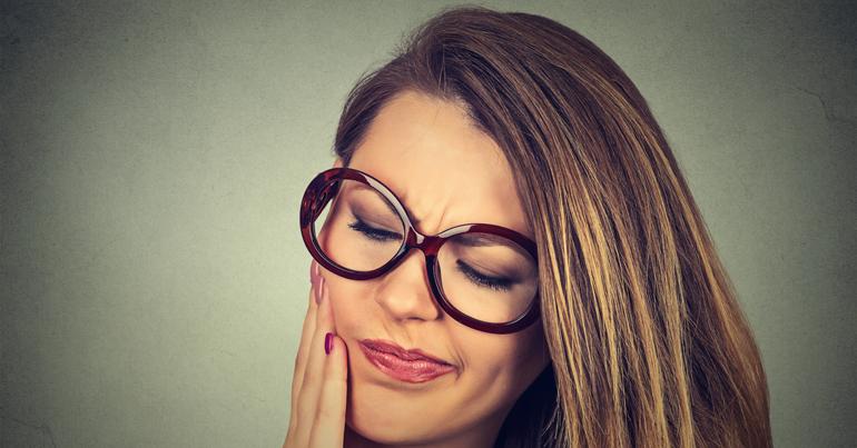 Consultorio de ortodoncia: tratamiento con encías sensibles