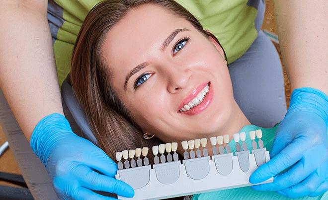 Las diferencias entre las carillas de porcelana y las coronas dentales